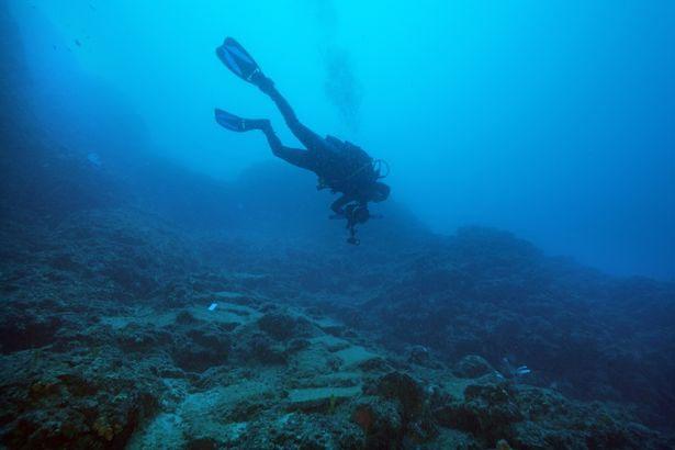 Xác tàu được tìm thấy cách bờ biển thành phố Antalya gần 50 mét.