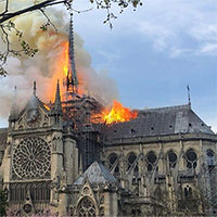 Vì sao Pháp không dùng máy bay chữa cháy nhà thờ Đức Bà Paris?