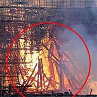 Hình ảnh giống Chúa Jesus trong vụ cháy Nhà thờ Đức Bà gây chú ý