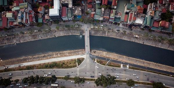 Ước tính, mỗi ngày có khoảng 150.000 m³ nước thải sinh hoạt và nước thải công nghiệp chưa qua xử lý xả trực tiếp xuống sông.