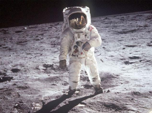 Trắng chính là màu hoàn hảo nhất để bảo vệ an toàn cho các phi hành gia ngoài vũ trụ.