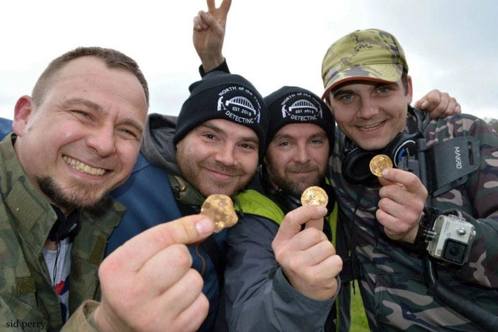 Andrew Winter (38 tuổi), Tobiasz Nowak (30 tuổi), Mateusz (33 tuổi) và Dariusz Fijalkowski (44 tuổi)