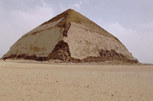 Kim tự tháp cong