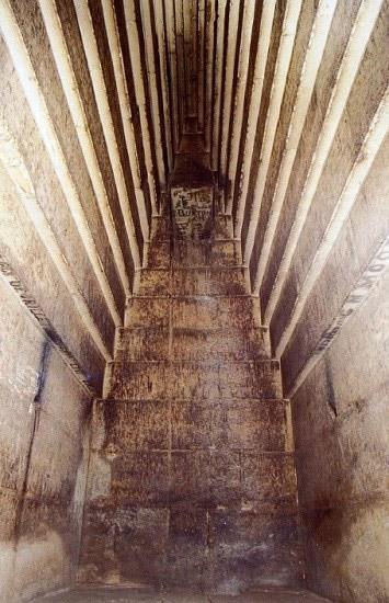 Khu vực hàng lang của kim tự tháp đỏ