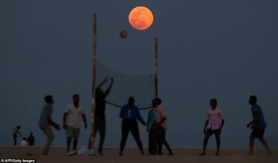 Mặt trăng quan sát tại Kuwait