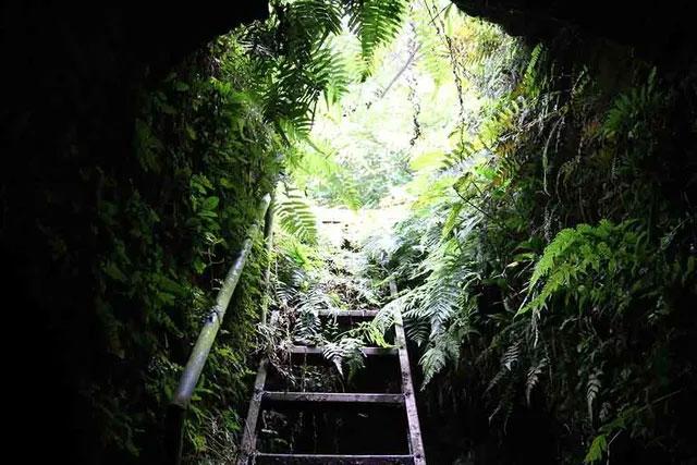 Hang ngầm nằm phía dưới lòng đất, sâu hơn 4m