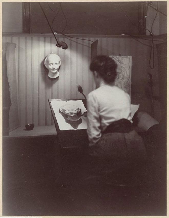 Cô gái vô danh trong một xưởng tranh thế kỷ 19.