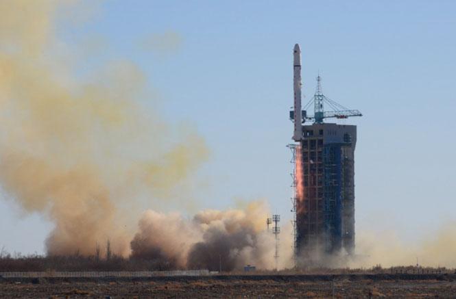 Một tên lửa Trường Chinh 2D được phóng vào quỹ đạo từ khu vực tây bắc Trung Quốc