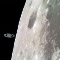 Khoảnh khắc sao Thổ chạm Mặt trăng chụp bằng…điện thoại