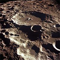 """Trái đất của chúng ta có một """"Mặt trăng rạn vỡ"""""""