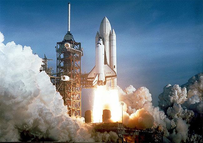STS-1 (Hệ thống Giao thông Không gian-1) là không gian quỹ đạo đầu tiên của chương trình Tàu con thoi của NASA.