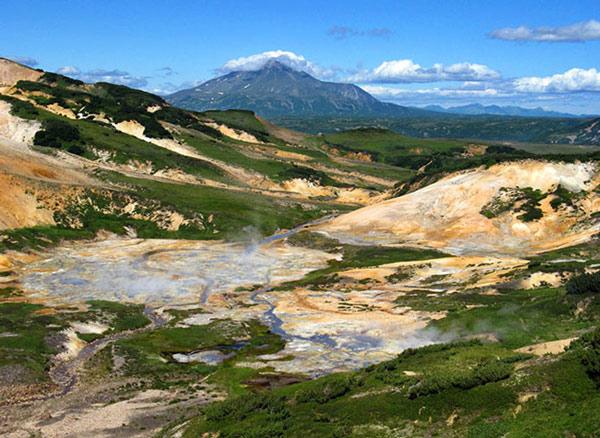 Sau một thời gian nghiên cứu, các chuyên gia phát hiện nhiều động vật, bao gồm cả chim chóc ở Thung lũng Chết mất mạng là do hàng loạt khí độc thoát ra từ hoạt động của núi lửa gần đó gây nên