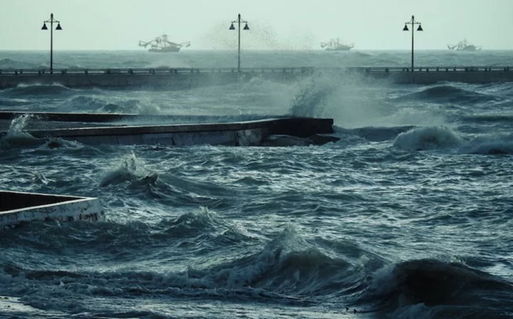 Khi bão xuất hiện, nótạo ra dòng nước chảy cực nhanh dưới những con sóng ngầm.