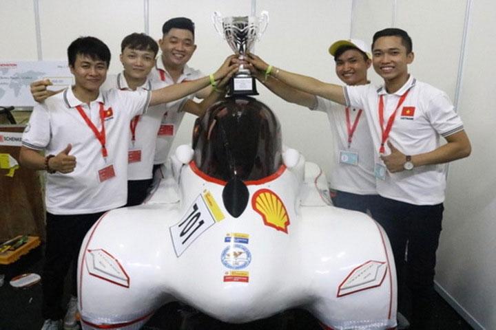 Đội sinh viên Đại học Lạc Hồng lần thứ 5 đem về chức vô địch cho Việt Nam.