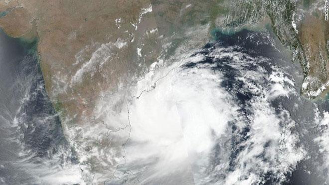 Ảnh chụp vệ tinh siêu bão Fani.