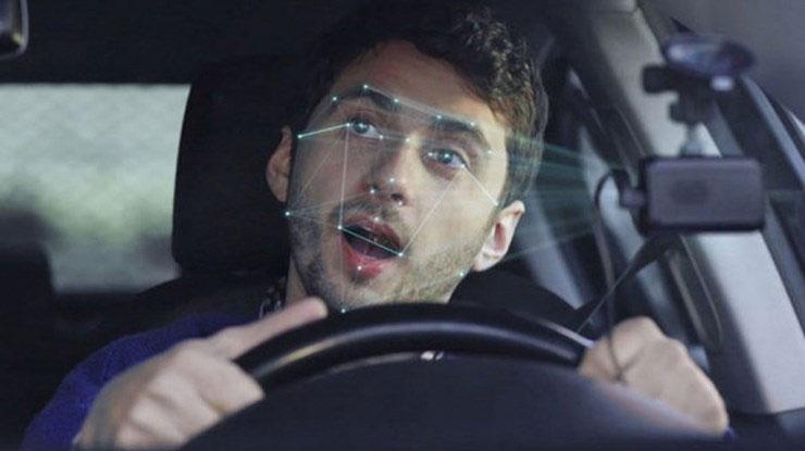 """Các công nghệ chống xao nhãng lái xe hiện nay vẫn """"miễn nhiễm"""" với tài xế say rượu, mất kiểm soát thần kinh."""