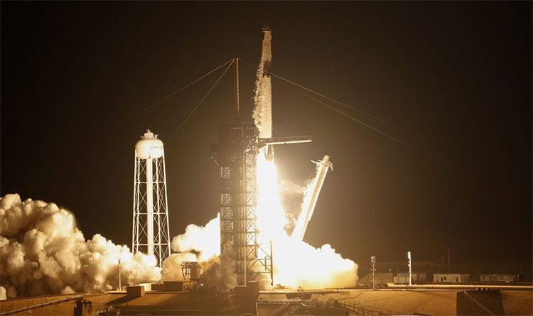 Tàu Dragon rời bệ phóng lên đường tới trạm ISS. (Ảnh: UPI).