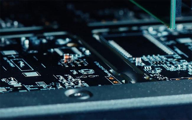 Cục sạc phát triển từ loại vật liệu GaN cần ít linh kiện hơn bộ sạc silicon.