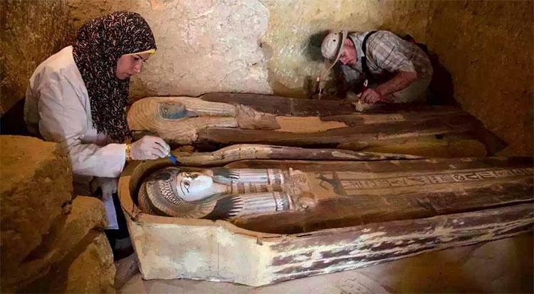 Hai xác ướp được tìm thấy thuộc về hai vị linh mục dưới thời vua Khafre.