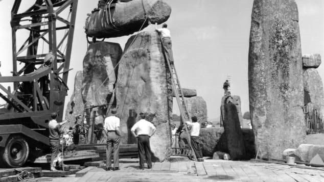 Quá trình khai quật, bảo tồn tại Stonehenge năm 1958.