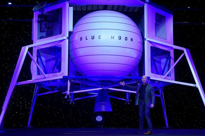 Jeff Bezos giới thiệu tàu du hành Blue Moon.