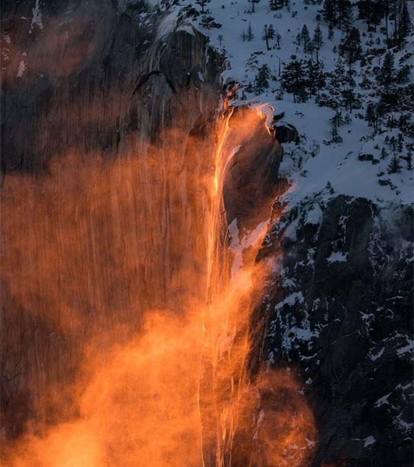 """""""Thác lửa"""" nổi tiếng ở Công viên Quốc gia Yosemite"""