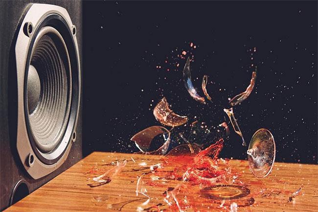 Âm thanh có thể làm vỡ thủy tinh là do hiện tượng cộng hưởng.