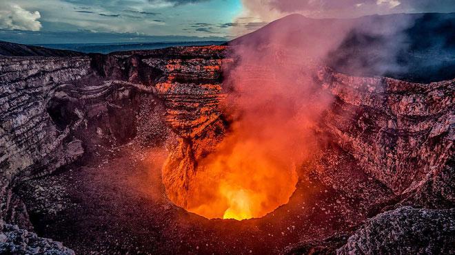 Kilauea là núi lửa trẻ nhất và đứng đầu trong bảng khảo sát địa chất của Hoa Kỳ.