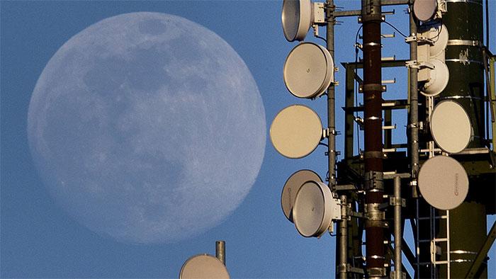Nga muốn lên sao Hỏa từ Mặt Trăng.