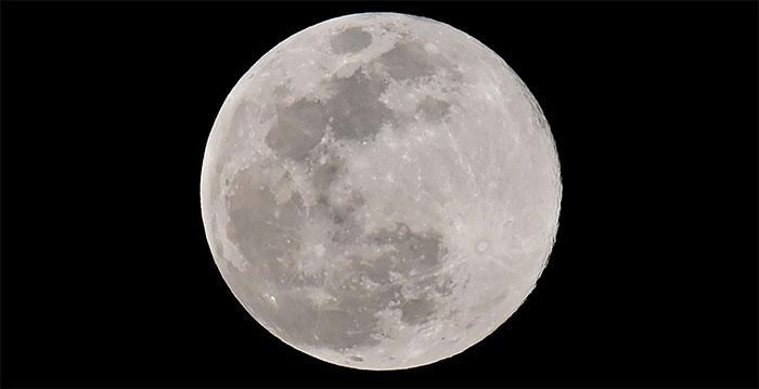 Mặt trăng nhìn từ Los Angeles, Mỹ, ngày 20/3/2019.