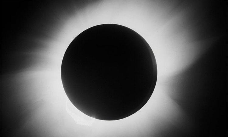 Bức ảnh nhật thực toàn phần năm 1919