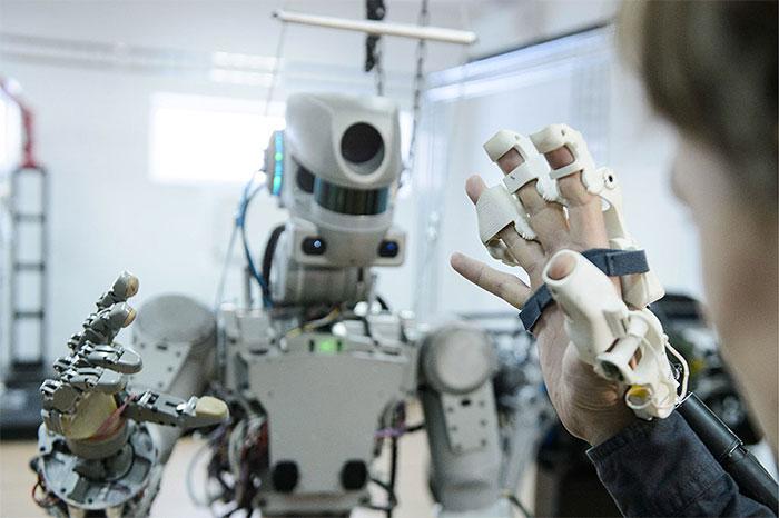 FedOR không phải một con robot độc lập mà chỉ là mô hình thao tác?