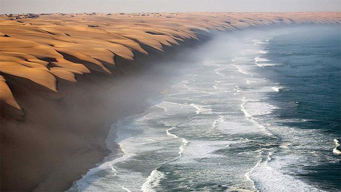 Nhờ biển mà mọi chuyện trở nên dễ thở hơn tại Namib.