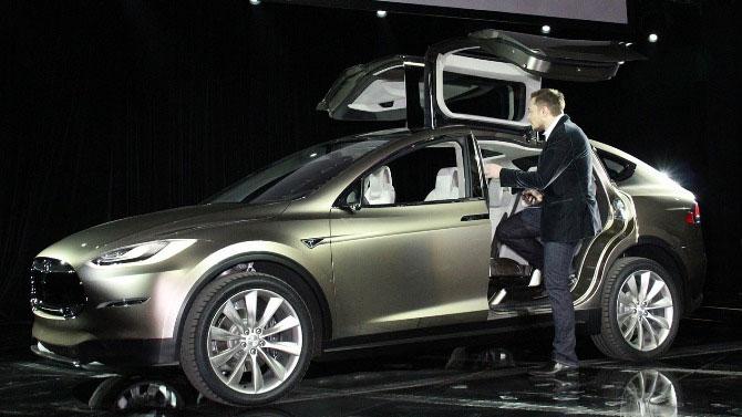 Tesla vươn lên nhanh chóng nhờ sở hữu mô hình sáng tạo của ngành IT thay cho ngành xe hơi truyền thống.
