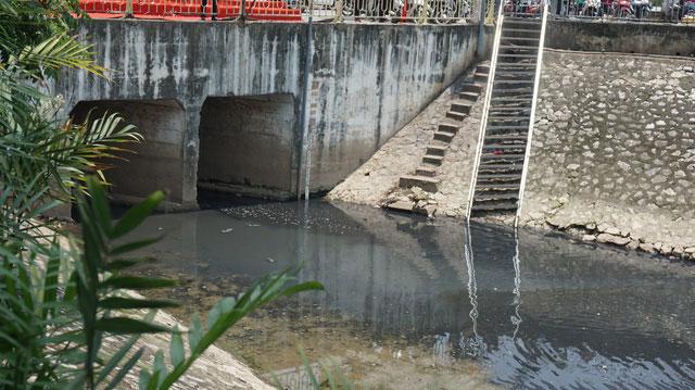 Đầu nguồn sông Tô Lịch ngày trước nối liền với Sông Hồng và hồ Tây, tạo ra dòng chảy thường xuyên.