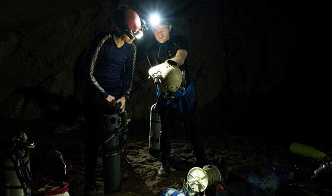 Đội lặn giải cứu đội bóng Thái Lan tham gia chuyến thám hiểm sông ngầm ở hang Sơn Đoòng.