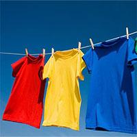 Vì sao quần áo dùng máy sấy làm khô thì mềm, nhưng phơi ngoài nắng lại cứng cong queo?