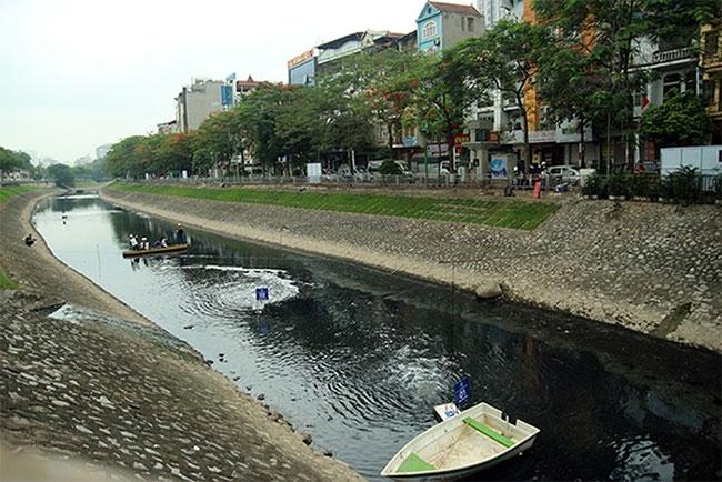 Thử nghiệm làm sạch bằng công nghệ Nhật Bản: Nước sông Tô Lịch bớt mùi