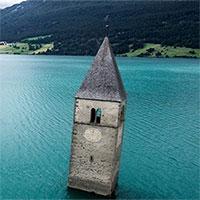 """10 công trình kiến trúc bỏ hoang bị tự nhiên """"chiếm giữ"""""""
