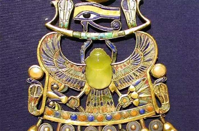 Chiếc vòng cổ của pharaoh Tutankhamun.