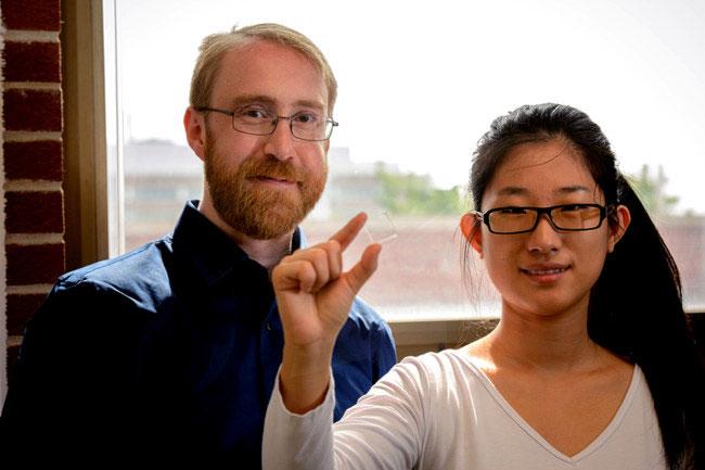 TS. Richard Royal Lunt và cô trợ lý Yimu Zhao