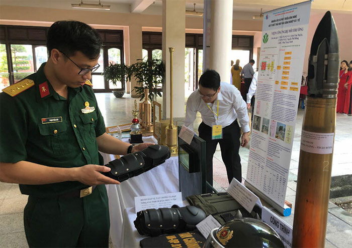 Bộ hỗ trợ chiến đấu chống đạn, chống va đập giới thiệu tới công chúng ngày 17/5.