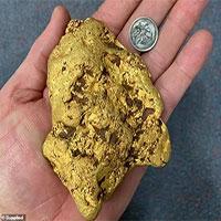Đi lang thang trên đồng, bất ngờ nhặt được cục vàng nặng 1,4kg