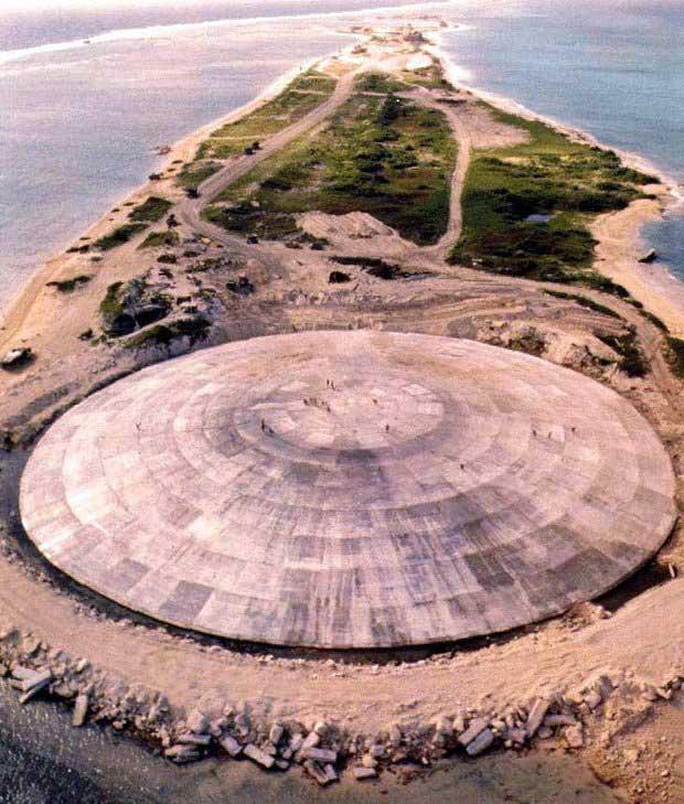 Quan tài hạt nhân là nơi chôn kín các chất thải phóng xạ sau các vụ thử bom nguyên tử.
