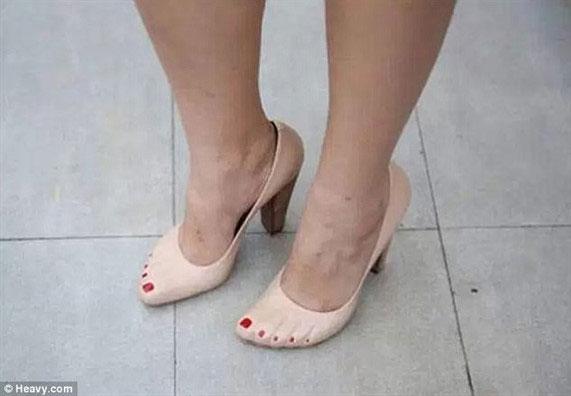 Chẳng cần phải lo chăm sóc móng với đôi cao gót sáng tạo này.