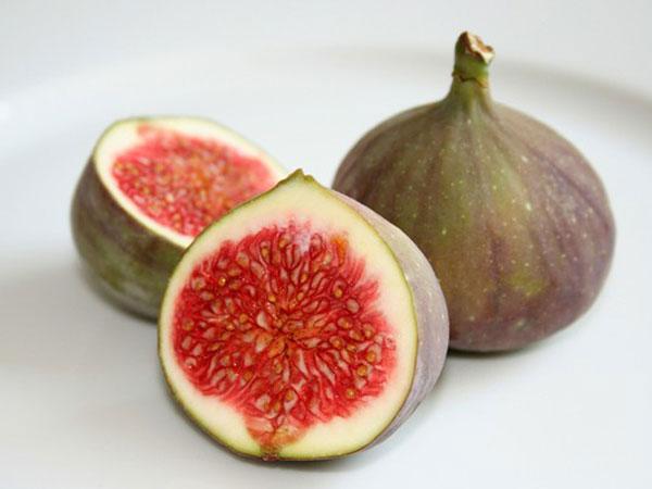 Ăn quá nhiều quả sung có thể gây nặng bụng và đau dạ dày