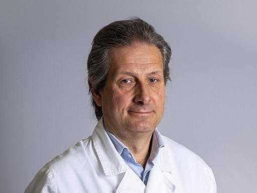 Giáo sư phẫu thuật thần kinh Alessandro Della Puppa