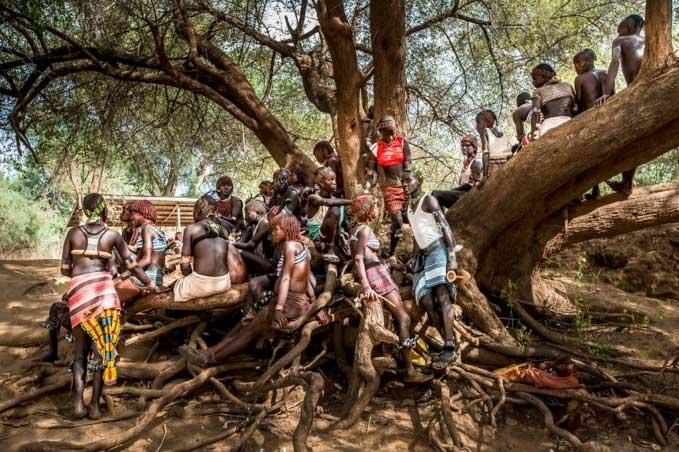 Các cư dân bản địa buộc phải rời khỏi vùng đất đang sinh sống