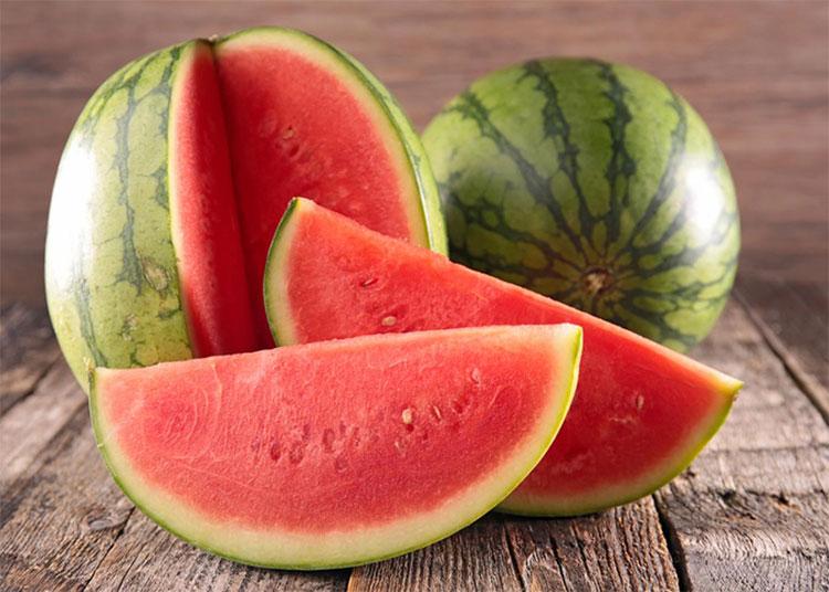 Ăn nhiều dưa hấu sẽ khiến bệnh viêm loét kéo dài, lâu khỏi.