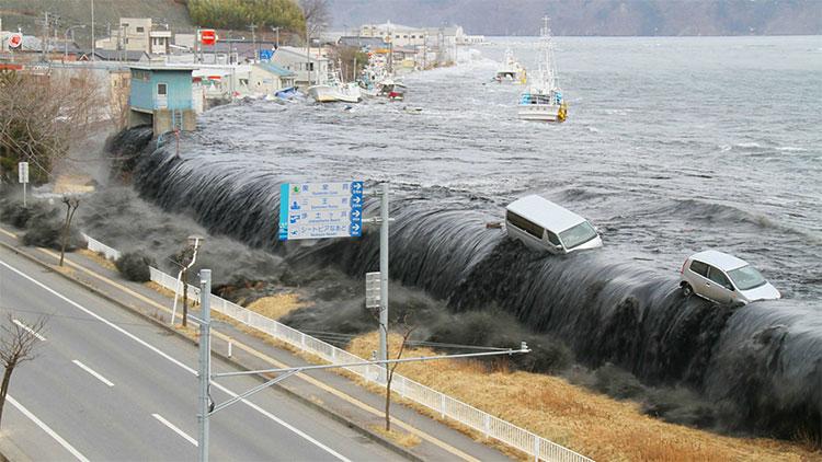 """""""Sóng thần đen"""" tấn công Miyako, tỉnh Iwate vào tháng 3/2011."""